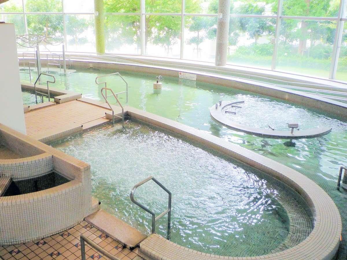 【バーディゾーン】温水プールは水着着用でお入り下さい♪