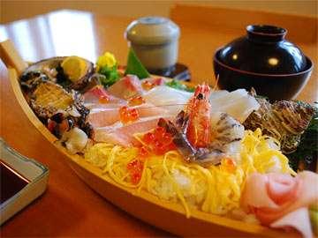 アワビ、鯛、海老、カンパチ、イカ、弘わかめなど、地元の旬の食材をふんだんに使用しています♪