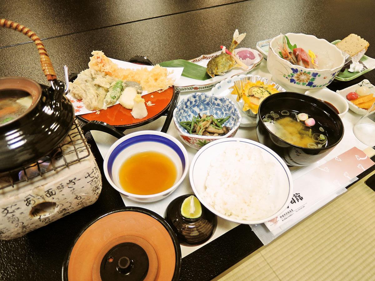 *ご夕食一例:旬の食材を使った会席料理です