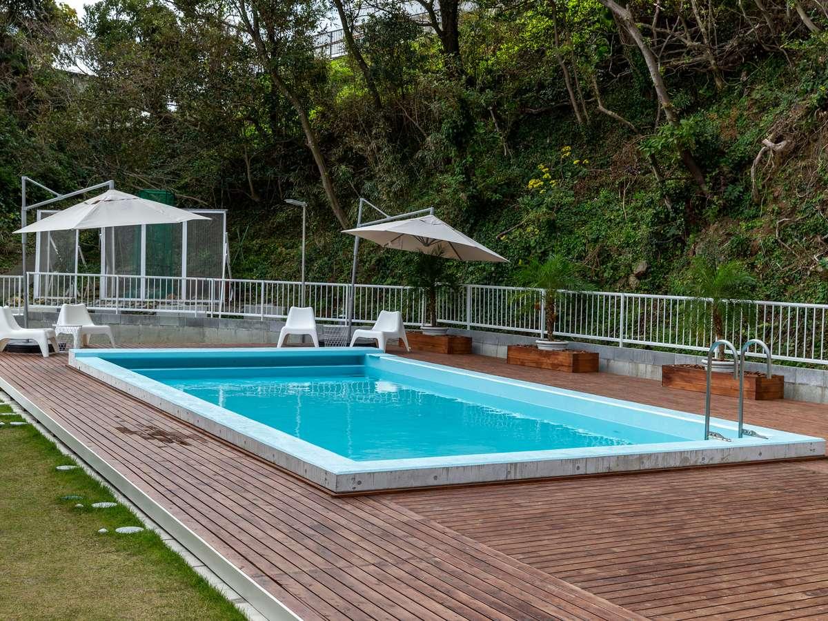 敷地内にはプールも設置(夏季限定)、海に入れない日であっても水遊びが出来ます。