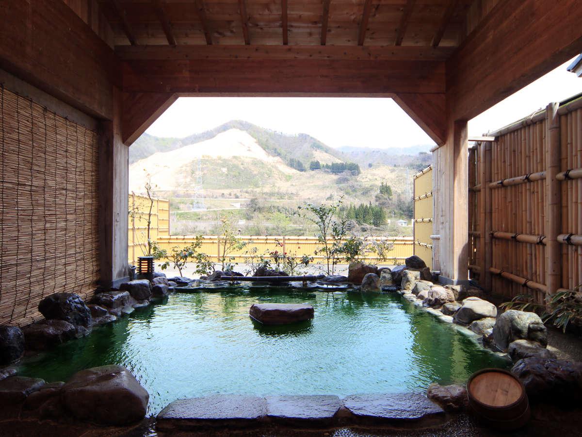 ◆【露天風呂・岩の湯】阿賀野川が一望できる見はらし抜群のロケーション。