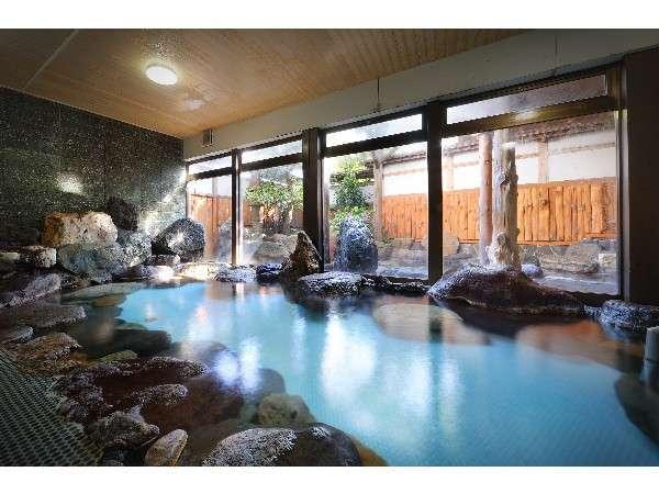 男性用大浴場。岩風呂でゆったり♪