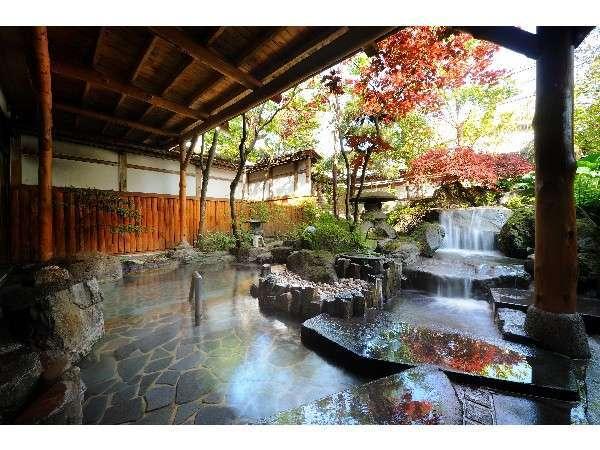 女性用の庭園露天風呂。
