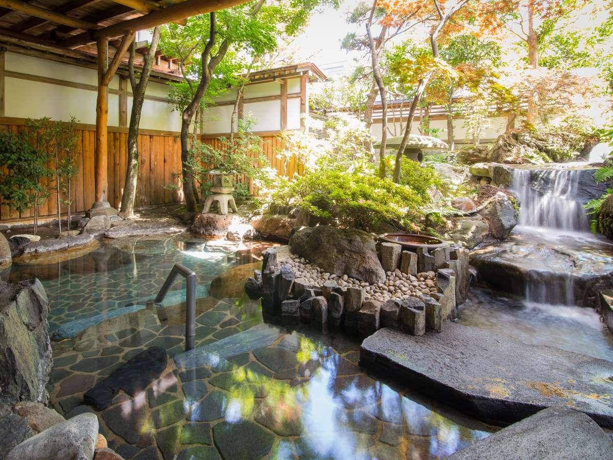 辰巳館名物の女性用の庭園露天風呂!