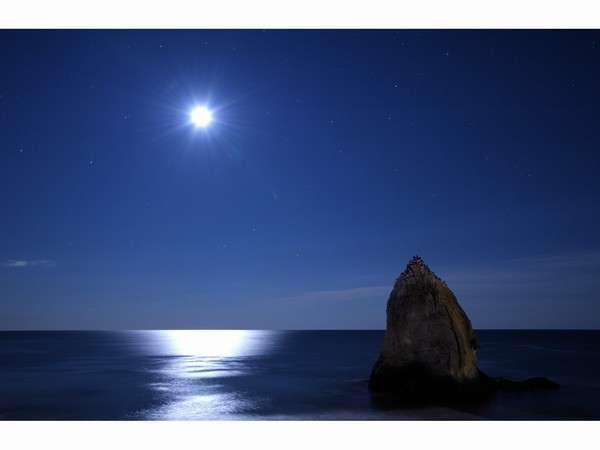 満月と月の道
