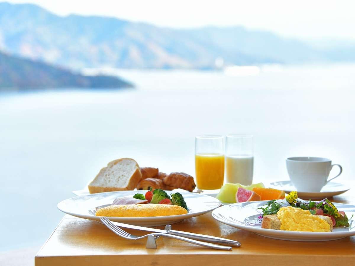 せとうちの朝食を…(※朝食イメージ)(※当面、ブッフェは休止し、カフェテリア形式での提供)