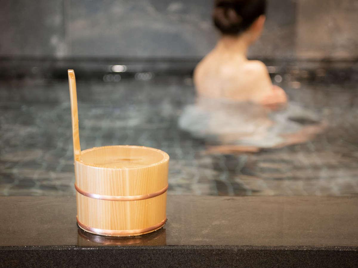 【小山エリア唯一の天然温泉】出張や旅行の疲れを癒す天然温泉!足を広げてご入浴頂けます。
