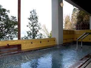 【東館露天風呂】琵琶湖を望めます。