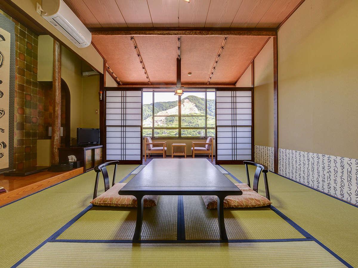 *客室一例・和室10畳/田園風景を眺めながらのんびりとお寛ぎ下さい。
