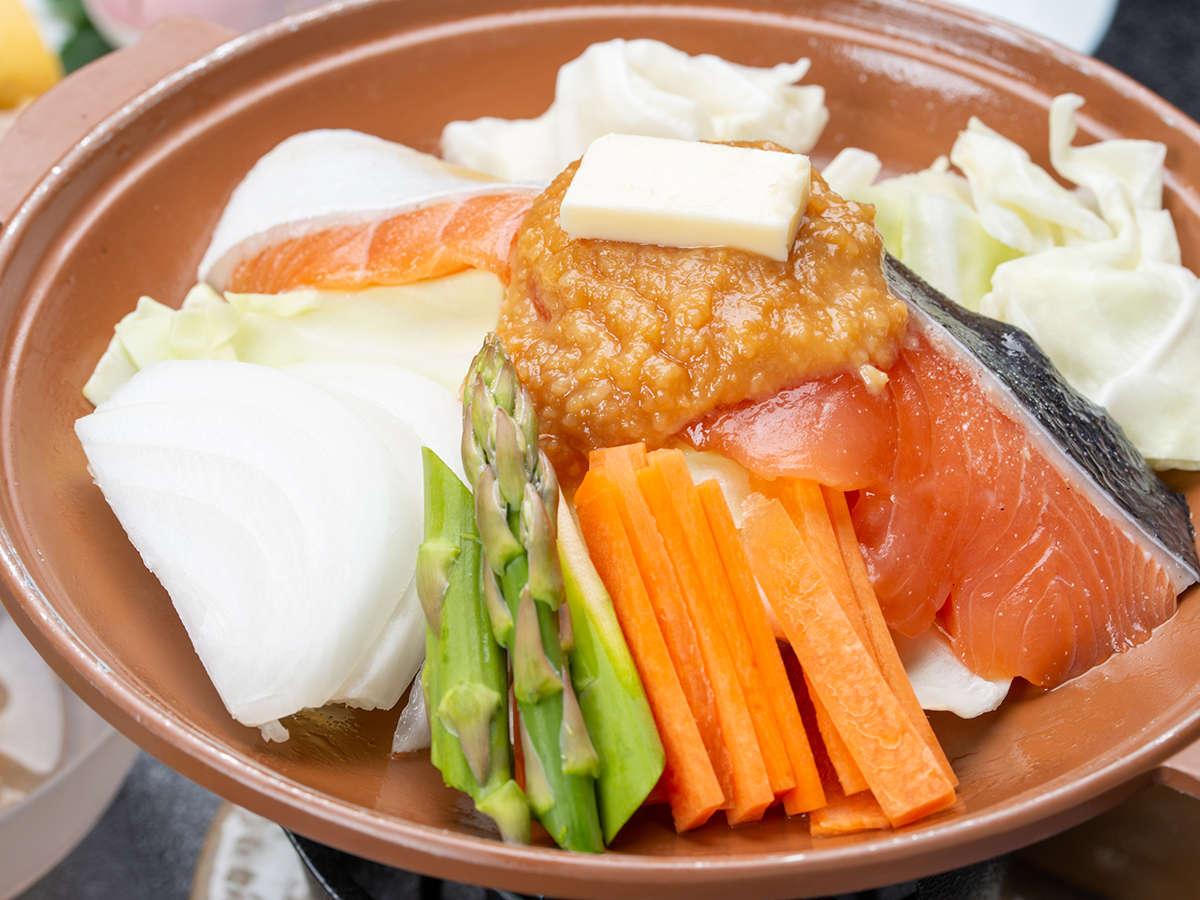 *夕食一例/旬のお野菜と新鮮なお魚を使用したお鍋料理。