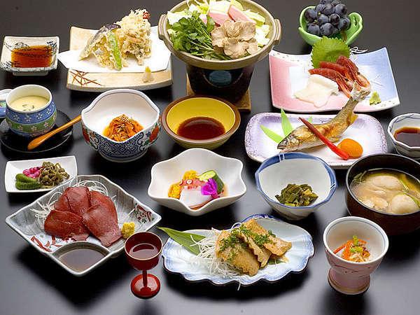 *夕食一例/四季の味覚をお愉しみ頂ける和食膳をご用意致します。