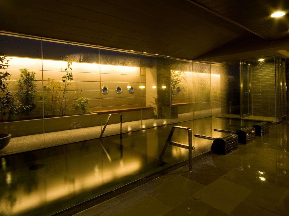 ■天然温泉大浴場 男性内湯 夜 (湯温:40~42℃)