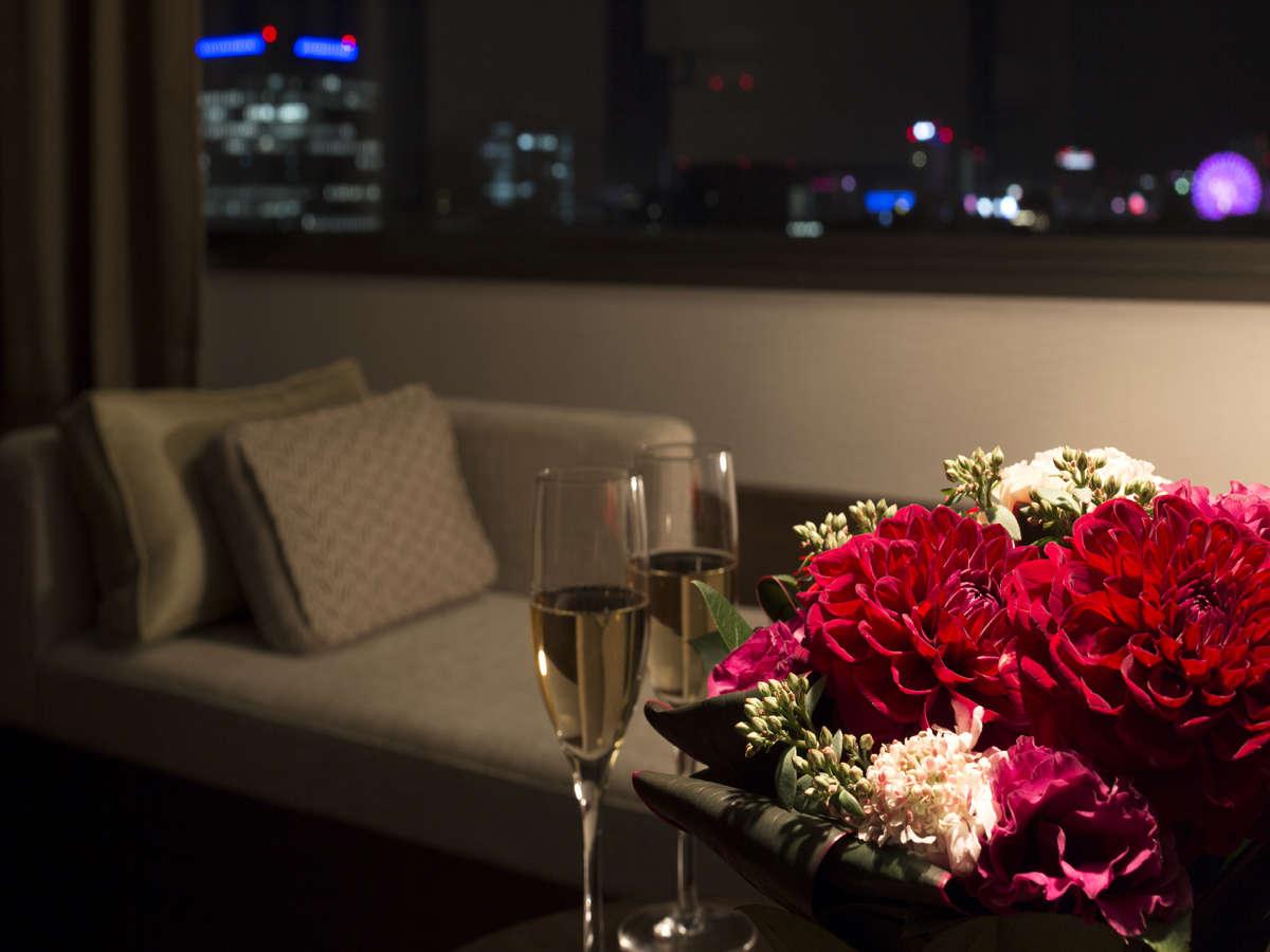高層階『プレミアフロア』『コンフォートフロア』のベンチソファーから眺める夜景(イメージ)