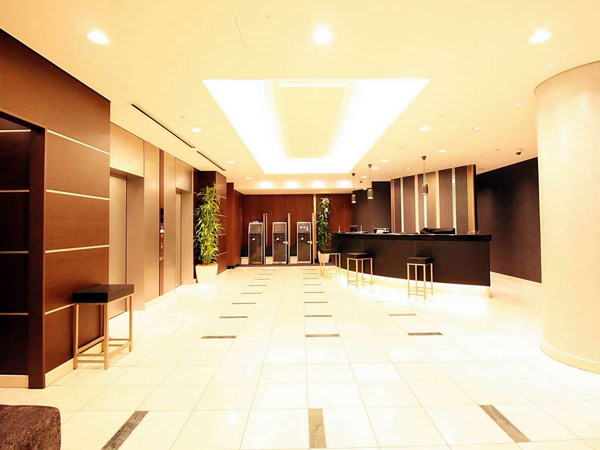 ホテル1Fにフロントがございます。皆様のお越しを心よりお迎えしております♪
