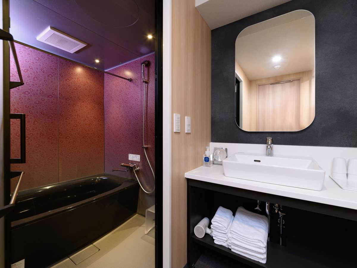 バスルーム・洗面所・お手洗いのスペースは別。バスルームはゆったりサイズ。