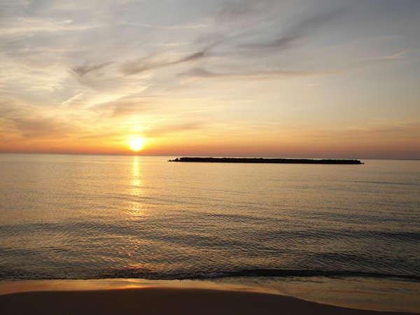 日本夕陽百選にも選ばれておりサンセットビーチとして有名な夕日ケ浦です。