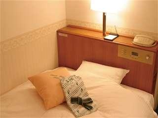 全室デュベカバースタイルを採用。シングルルームはセミダブルベットでゆっくりお休み頂けます