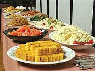 大好評、豊富な品目の朝食バイキング。営業時間は6:30~10:00