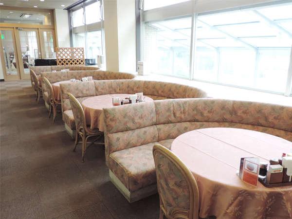 """レストラン""""バロン""""/ゆったり広々としたお食事処で寛ぎのひと時を。"""