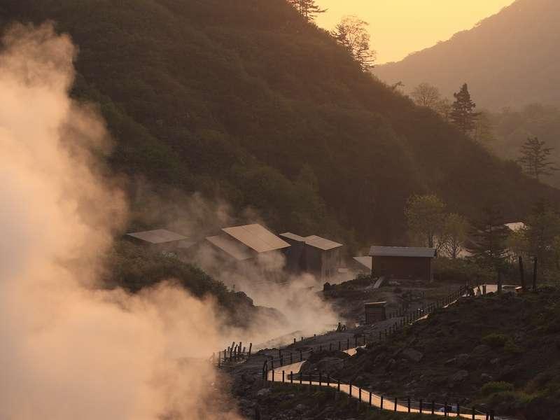夕焼けの自然研究炉から見た玉川温泉