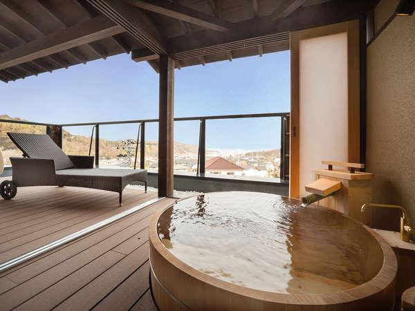 ■展望露天風呂付き特別室12畳+ツイン 檜風呂とサンデッキがございます