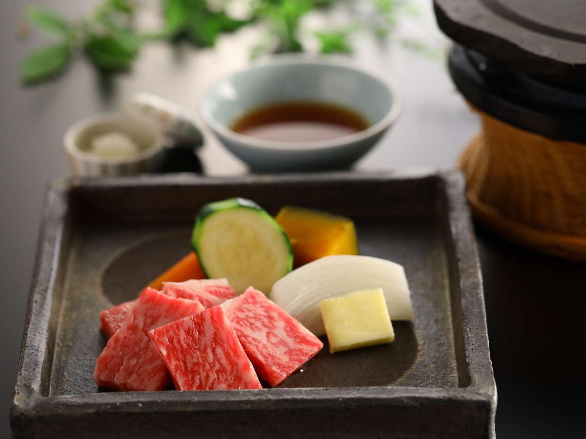 ■信州産の黒毛和牛の溶岩焼き お好きな薬味とご一緒にどうぞ 夕食一例