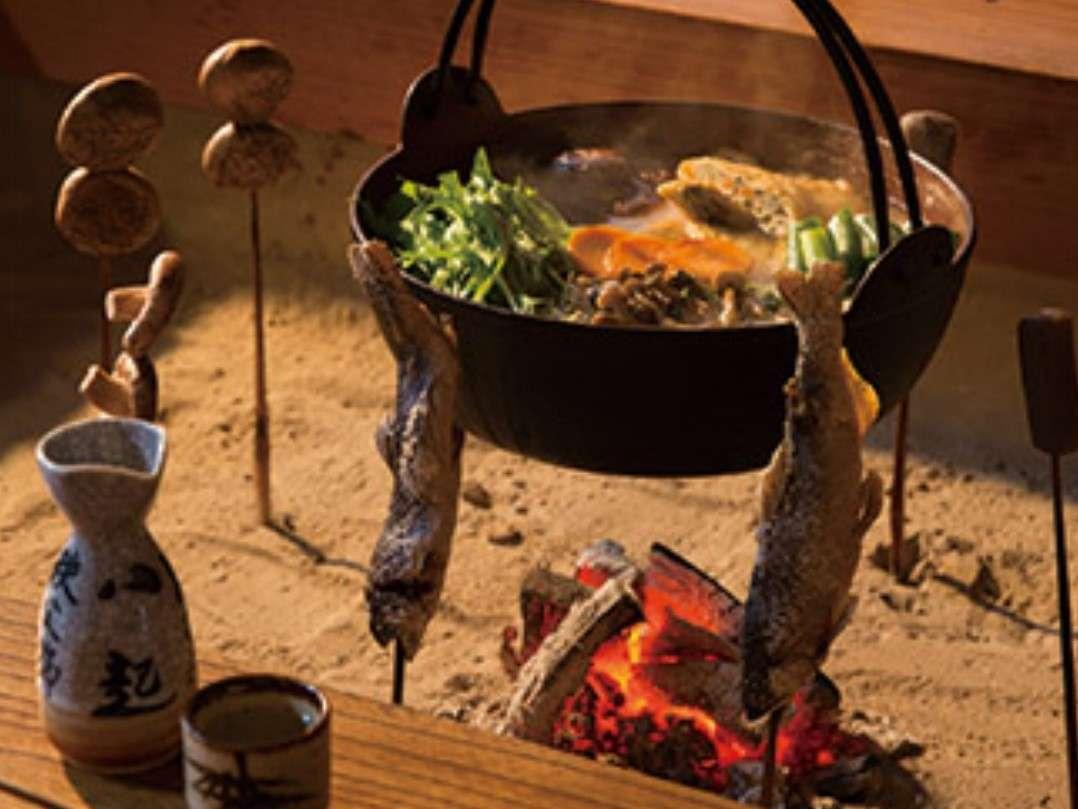 囲炉裏の食事風景です。