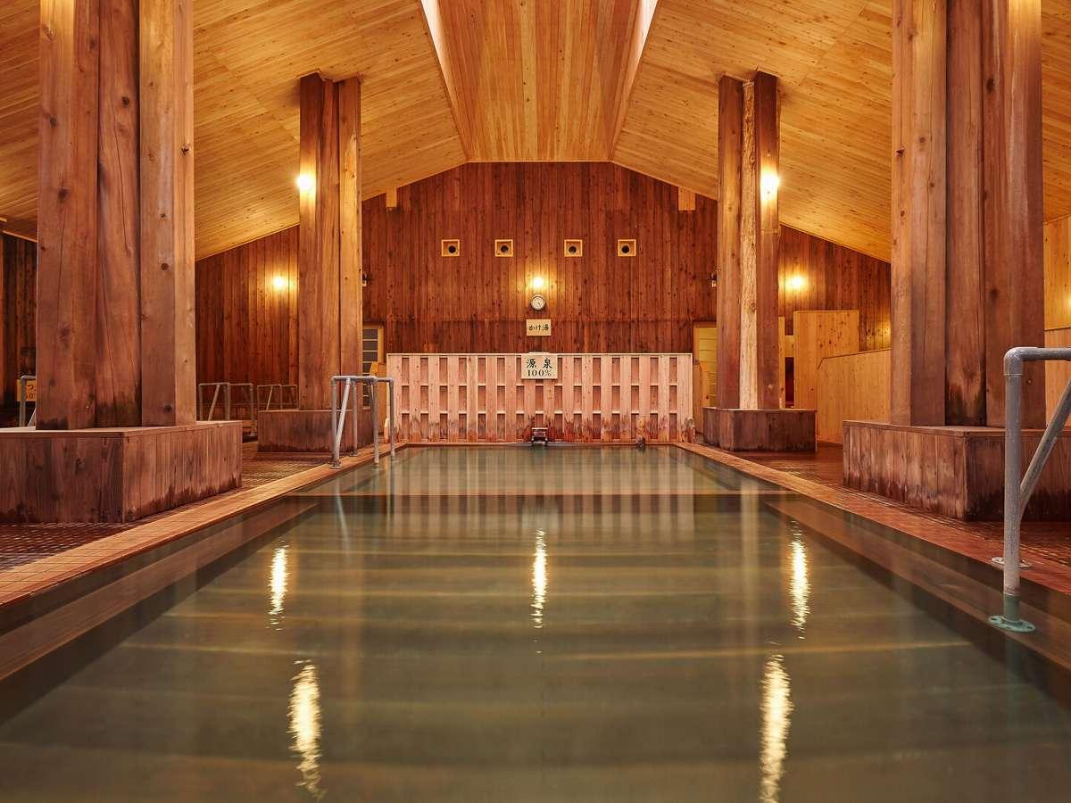 日本最大級と言われる木造建築の大浴場に感動します。