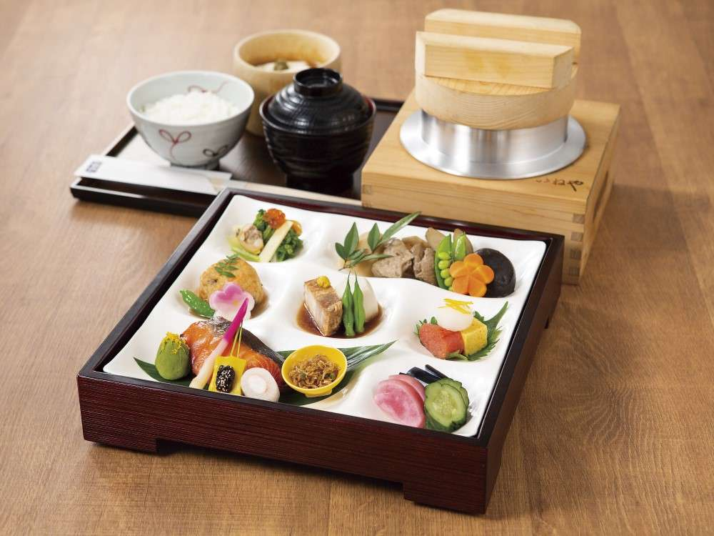 「和朝食」1800円(季節によりおかずの内容が変わります)