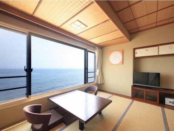全室オーシャンビュー。お部屋からは津軽海峡を一望。