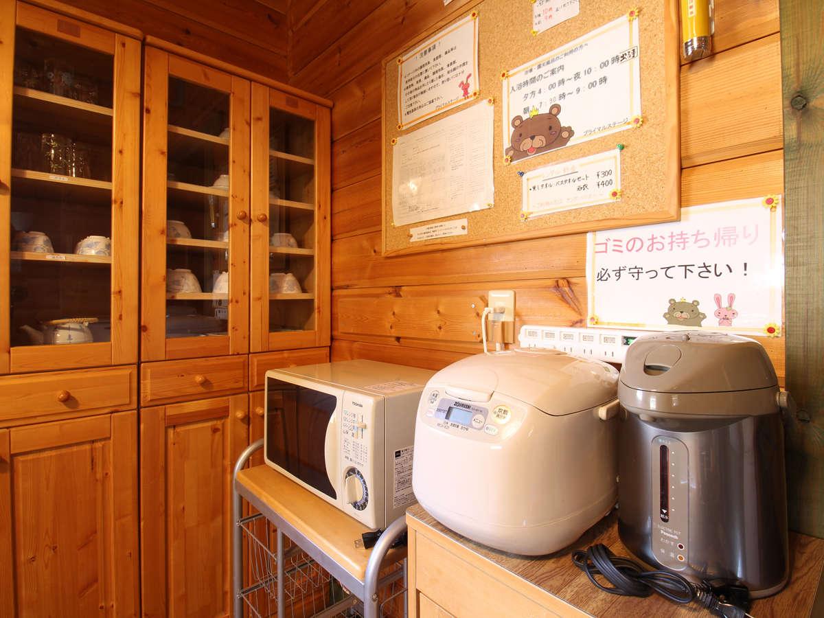 *【部屋設備】電子レンジや炊飯器もあるのでとっても便利です。