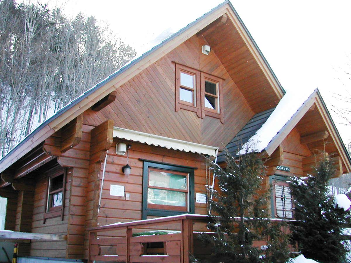 *【外観(冬)】本格ログコテージで冬の北海道をお楽しみ下さい!