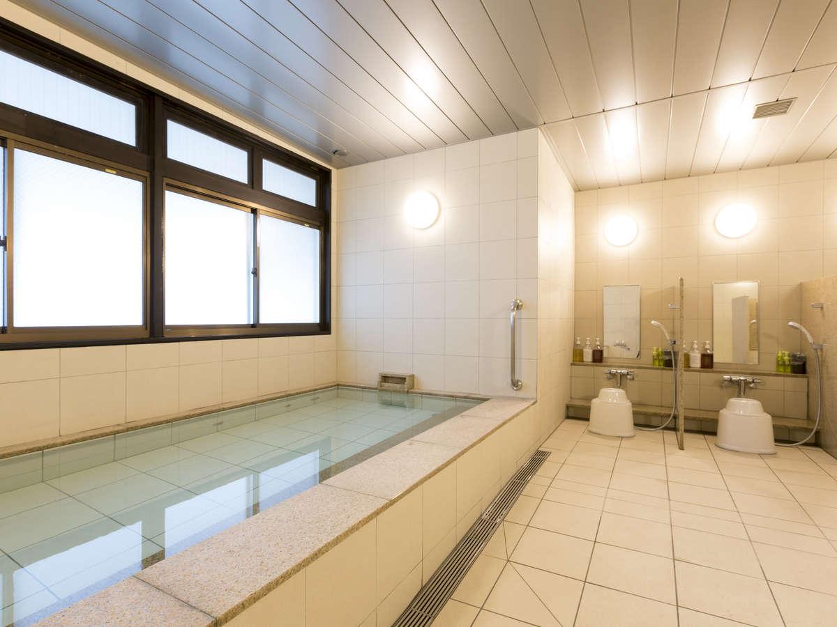 【男女別・大浴場】足を伸ばして仕事や旅の疲れを癒してください。