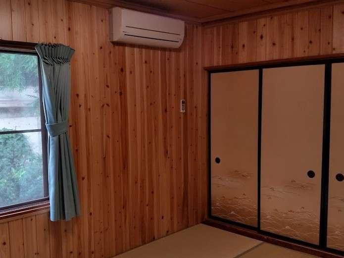 「控の間」1階6畳客室。ご夫婦やカップルで、エアコン完備