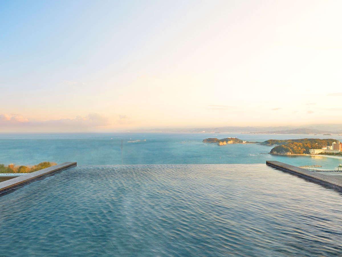 「空」WEST大浴場の露天風呂からは太平洋のインフィニティービューが広がります。