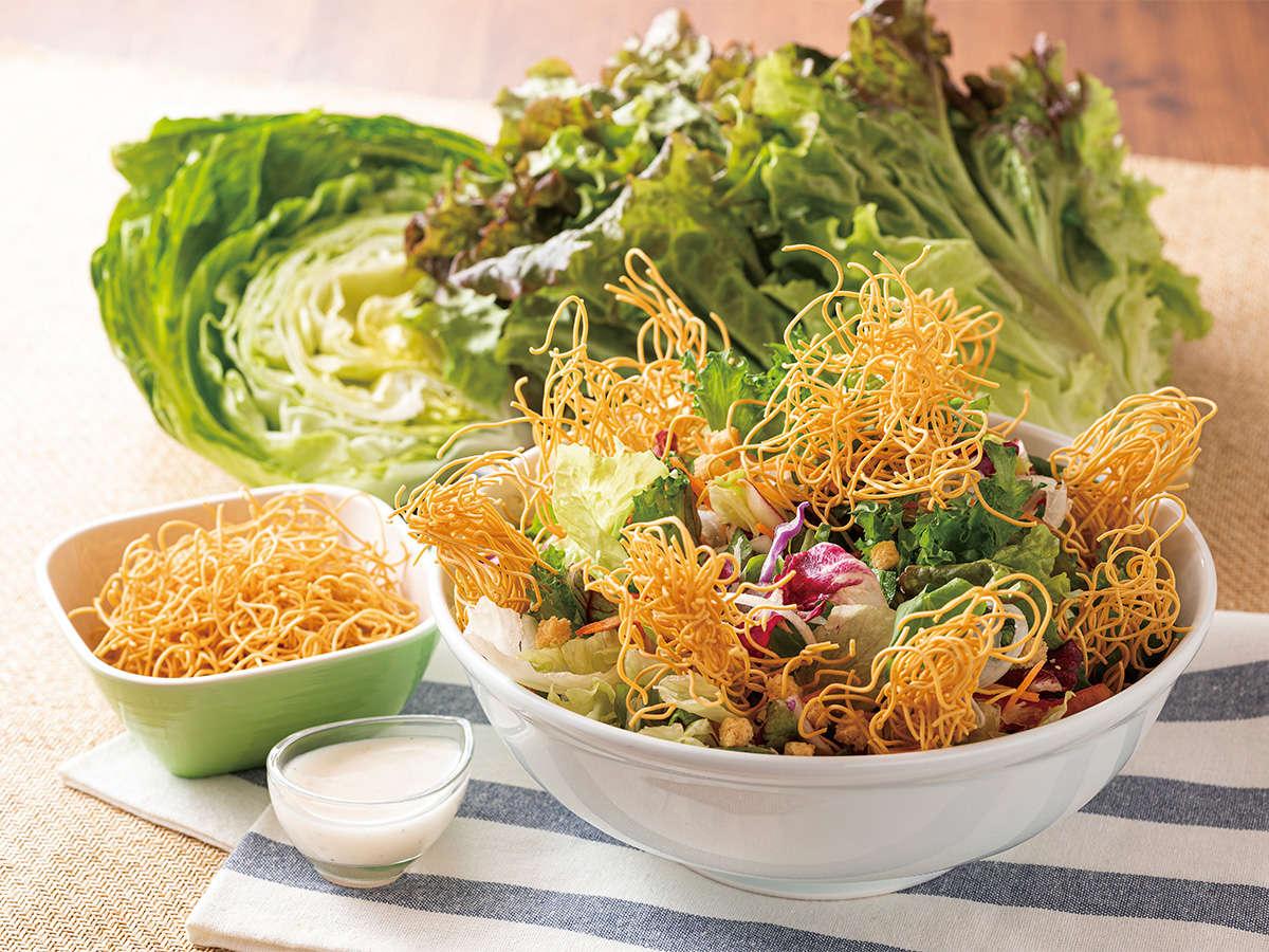 【限定メニュー 皿うどんサラダ】ちゃんぽんに並ぶ長崎名物。パリパリの麺をサラダとご一緒に