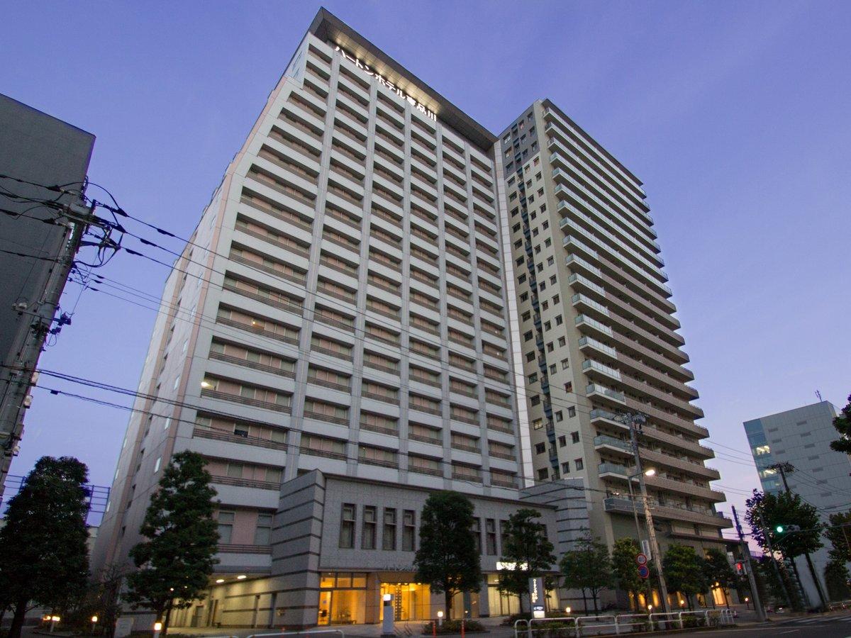 ホテル外観[夜]:お台場へ2駅、舞浜も約18分。渋谷、新宿、ビッグサイト、羽田も乗換え無し♪