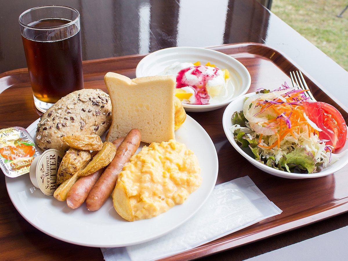 朝食バイキングの一例:感染症対策をしっかりと行っておりますので、安心してお食事をお楽しみ下さい。