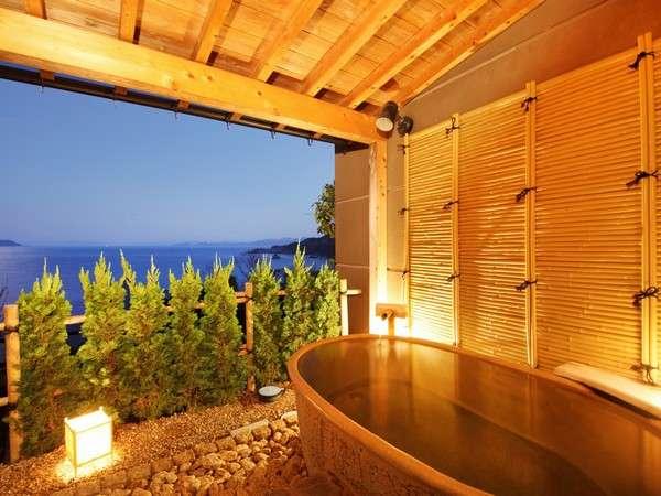 季節に応じて様々な表情をみせる日本海を眺めなら湯浴みを・・・