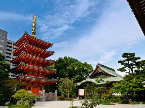 東長寺の五重塔。当ホテルより徒歩約10分。(提供:福岡市)