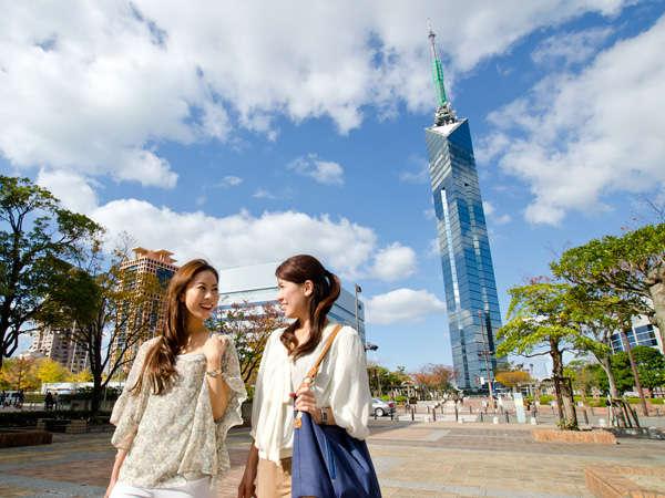 福岡タワー。当ホテルからはバスで約30分。(提供:福岡市)