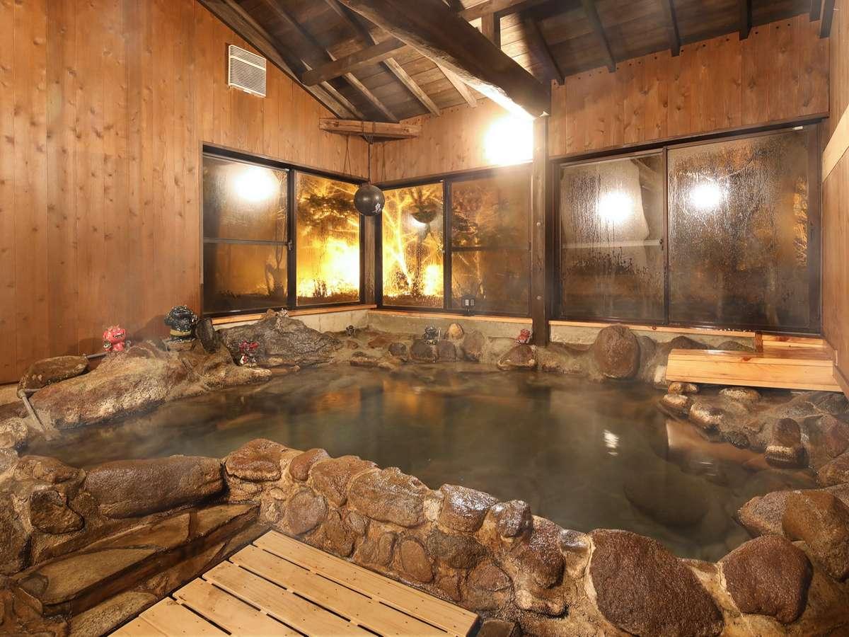 源泉かけ流し貸切温泉風呂:岩風呂