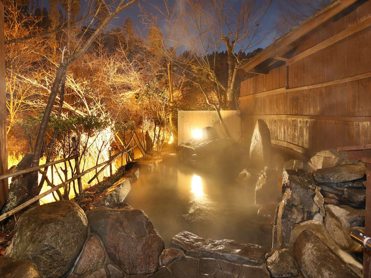 源泉かけ流し貸切温泉風呂:露天風呂