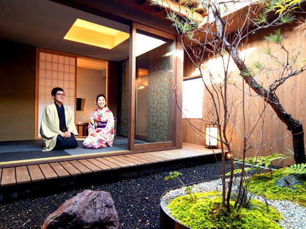 【東山スイート】五右衛門風呂があって、風情ある坪庭付のカップルスイート。夜の雰囲気はGood♪