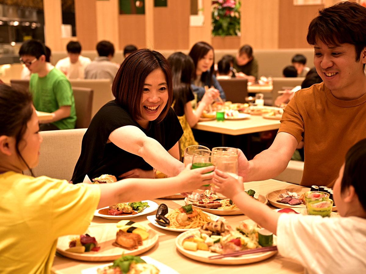 みんなで「かんぱ~い!」お子様が食べ終わった後も、家族みんなが楽しく過ごすことが出来ます。