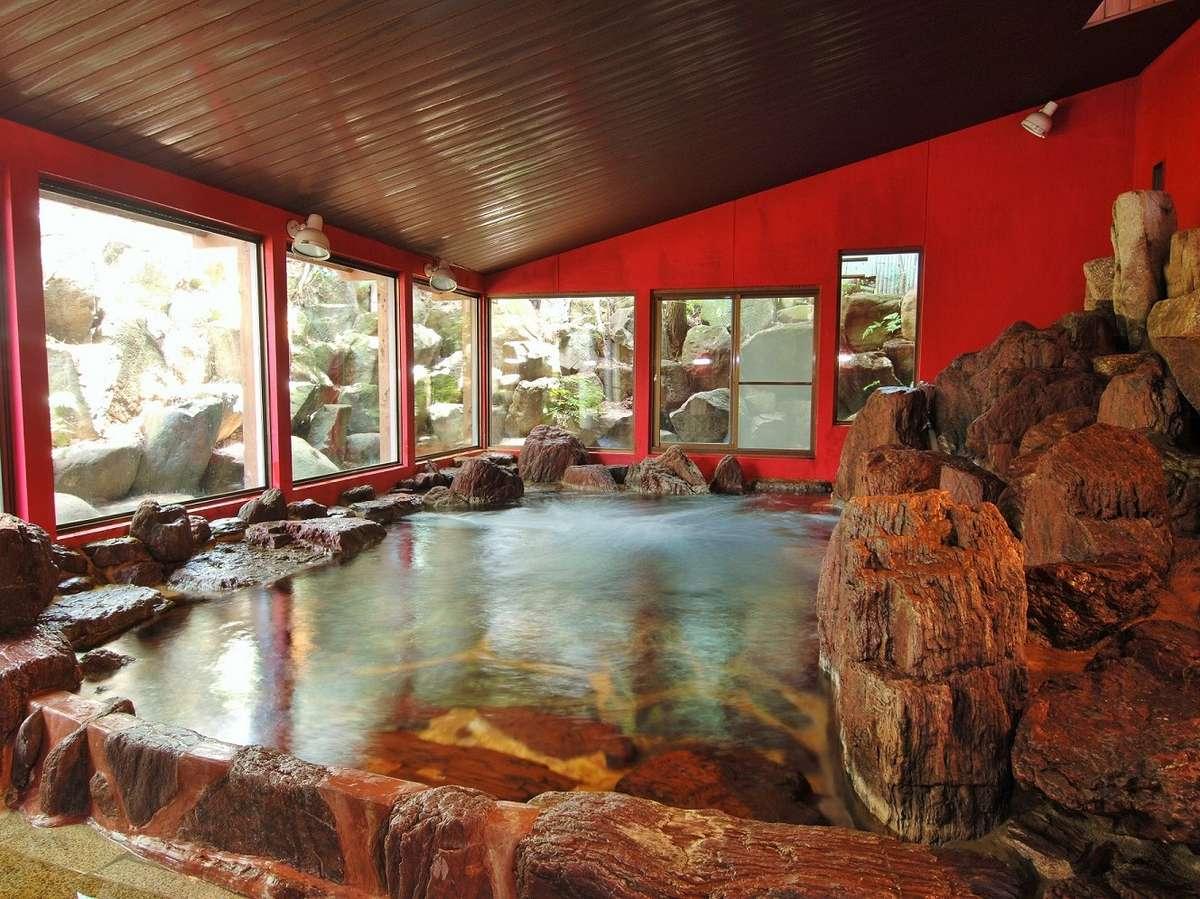 木曽石100tを使用した大浴場