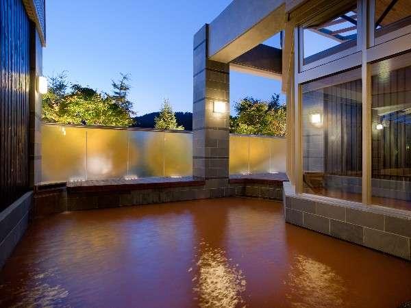 【金の湯・露天】四季折々の自然や星空が楽しめる露天風呂です♪