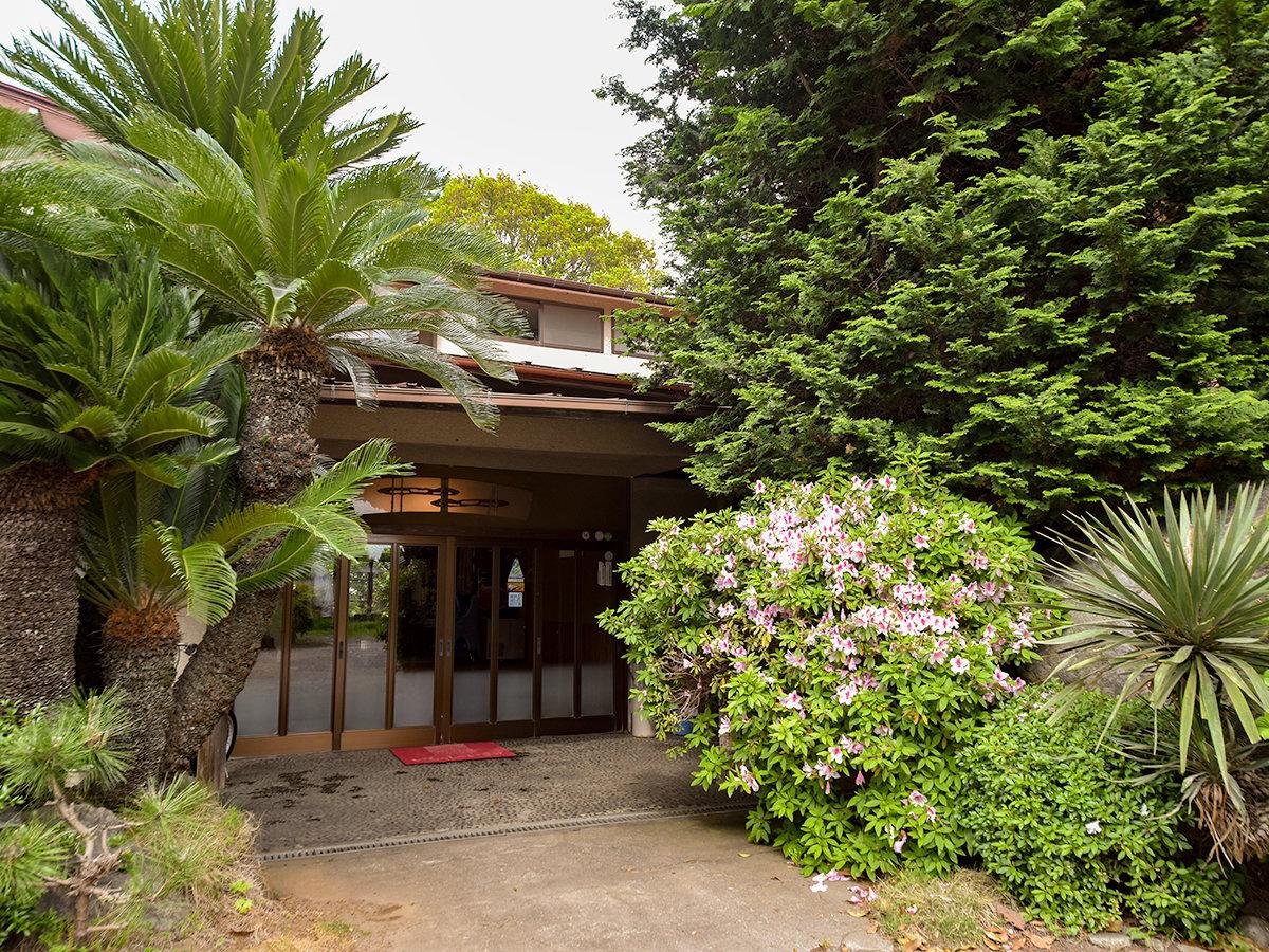 *【外観】利根川沿いに佇む旅館。ごゆっくりお寛ぎ下さい。
