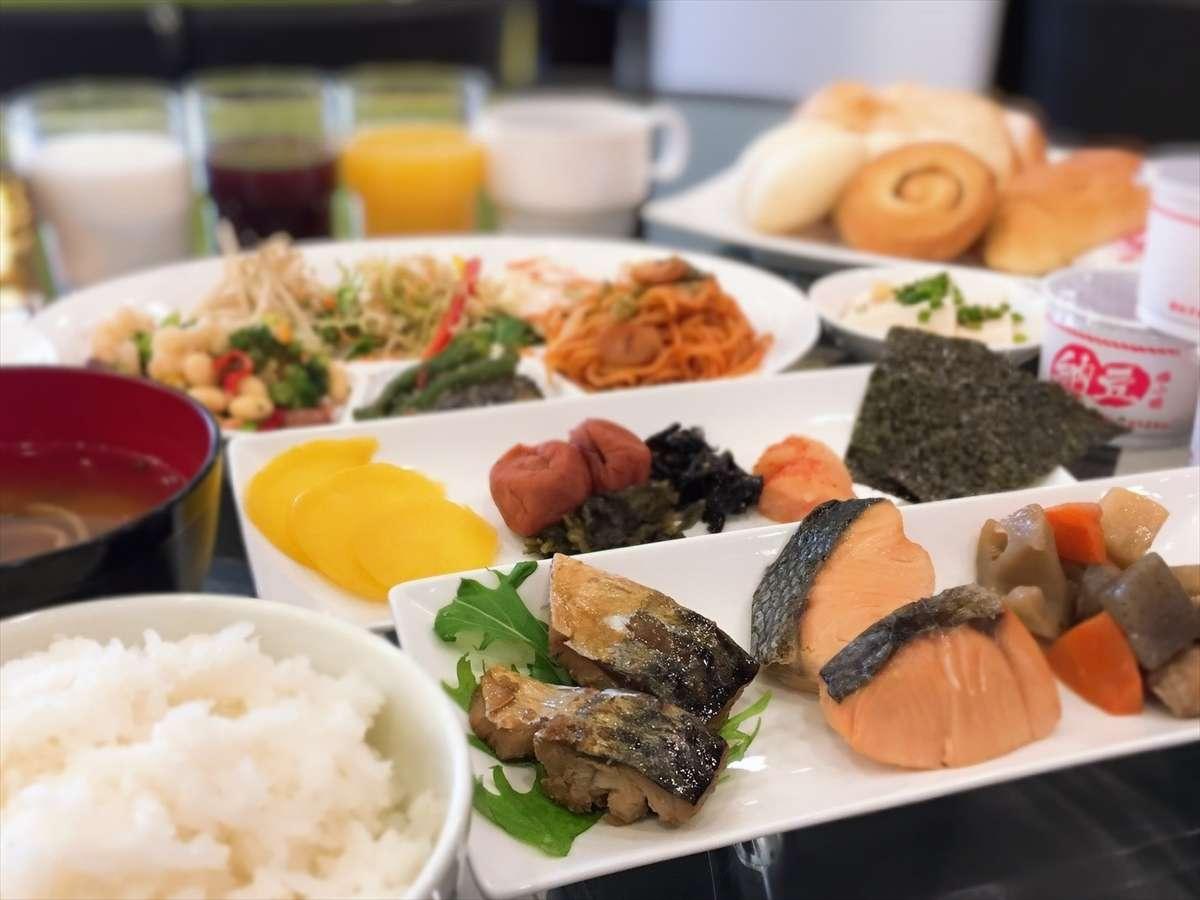 和洋朝食バイキング 6:30a.m.~9:30a.m.(1階ロビー)