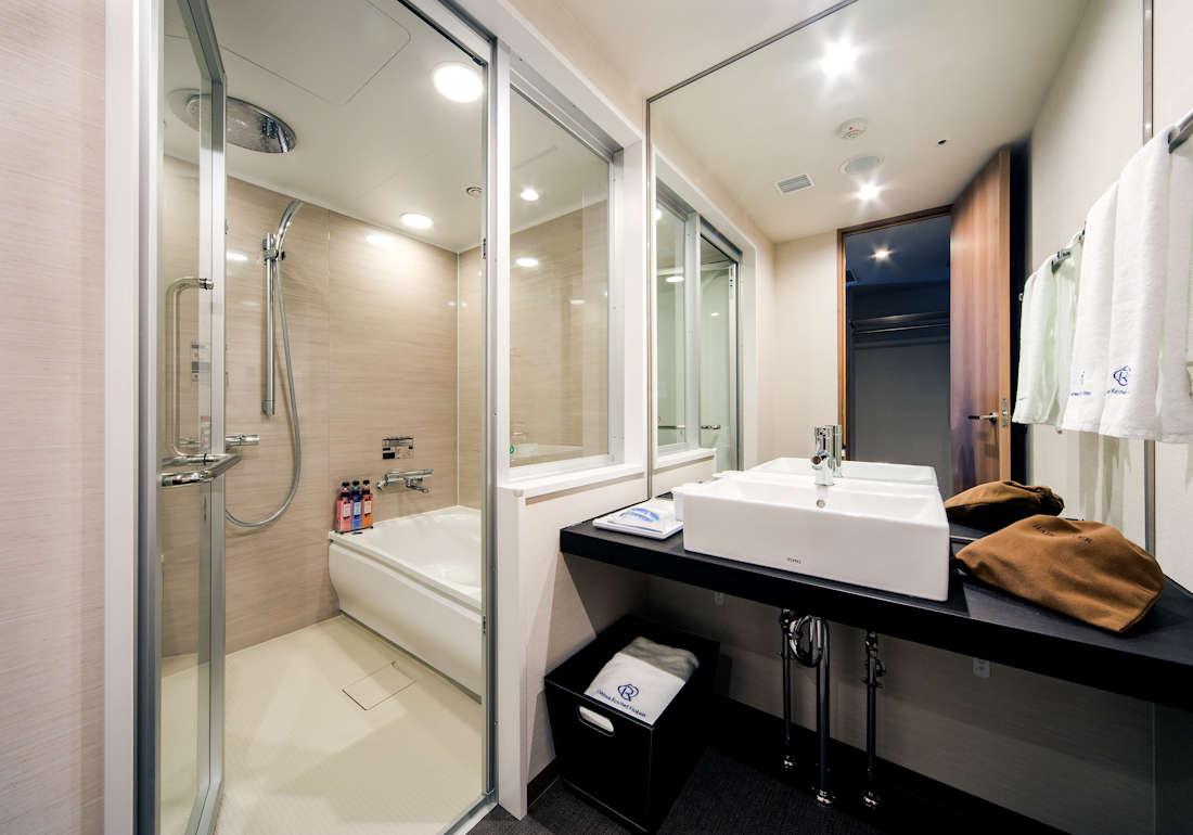 バスルームの天井には、レインシャワー完備♪※スタンダード・レディースは除きます。